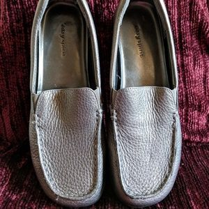EASY SPIRIT SILVER LEATHER LOAFERS 8.5M